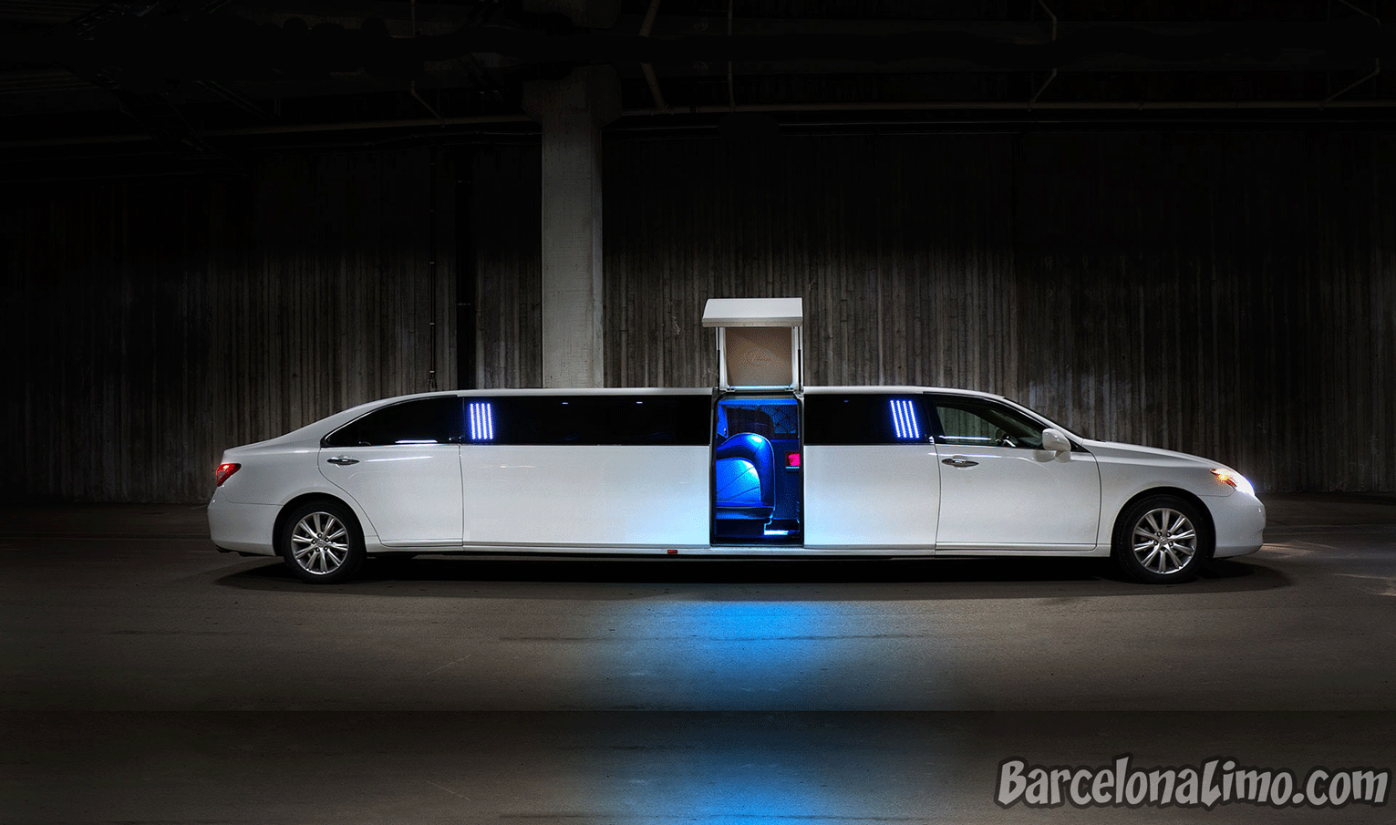 w Barcelona Sitges Traditional Stretch Limousine